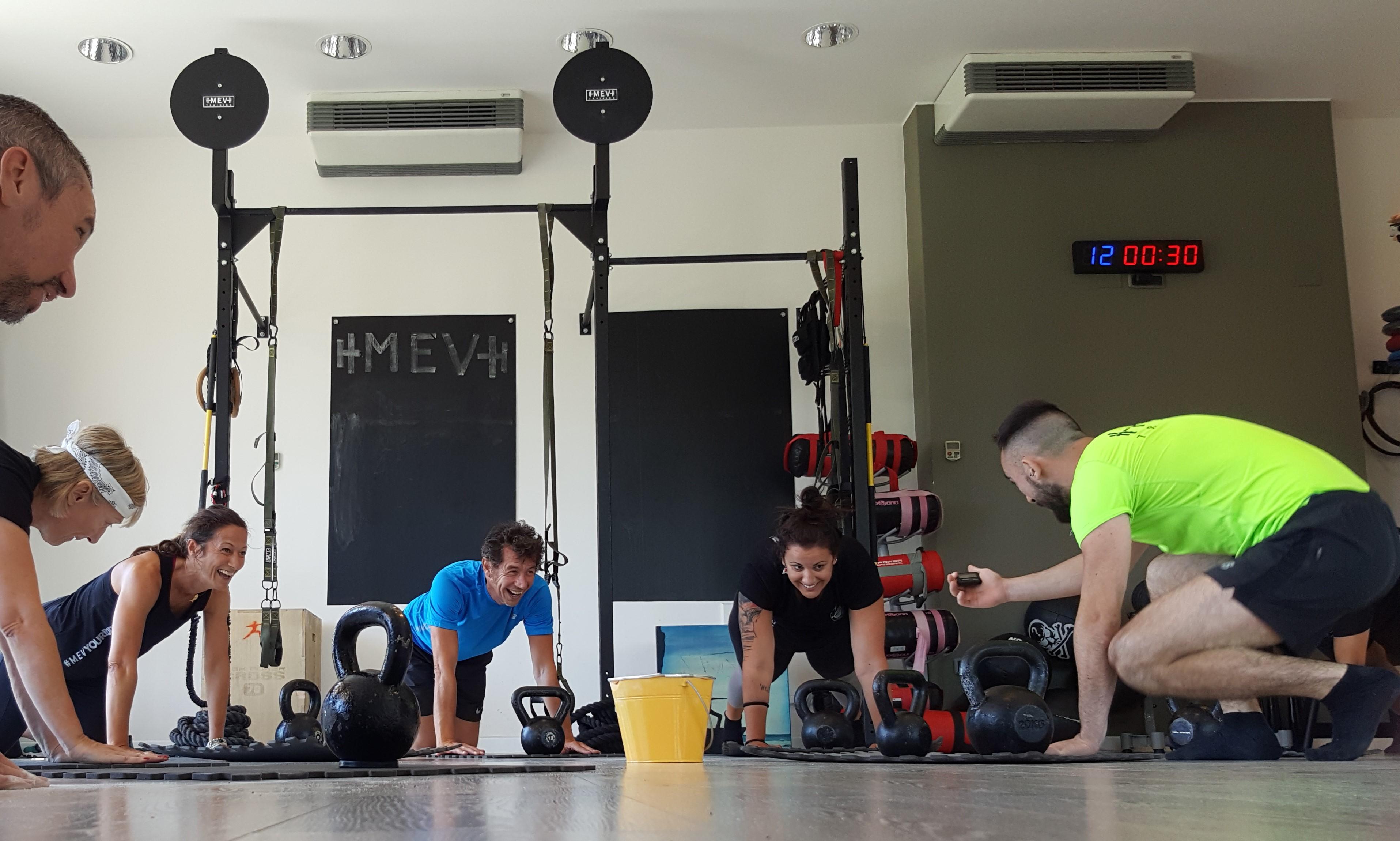 Sudore e buon umore: con il MÈV Training, il divertimento è assicurato!